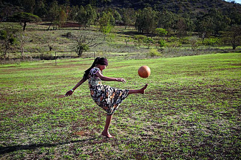 โลกใบใหม่ – ฟุตบอลเพื่อสันติภาพและสิทธิของผู้หญิง
