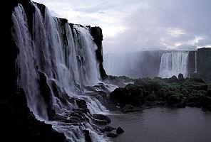 น้ำตกอิกัวซู ประเทศบราซิล