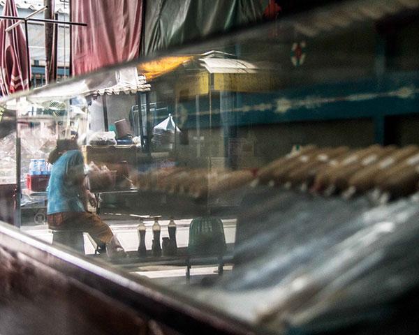 ลิ้ม ฮะ หลี ร้านขายมีดหมู - สิ่งที่ถูกส่งต่อ ค่อยๆเลือนลางลงเรื่อยๆ กำลังก้าวไปสู่สิ่งใหม่ ที่อาจจะดีกว่าชัดเจนกว่า