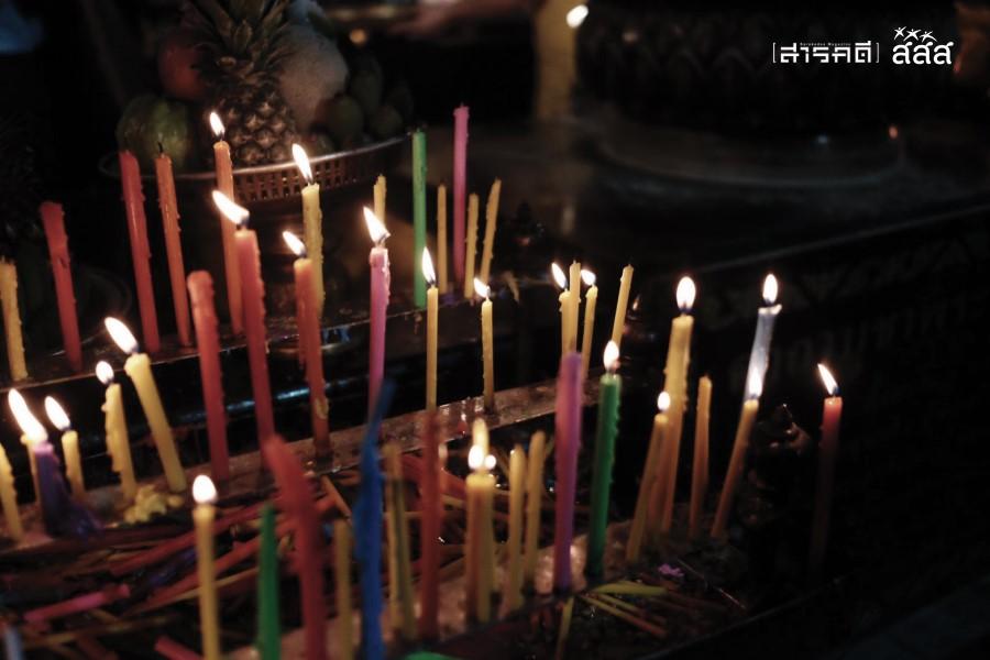 เทียน สิ่งที่ชาวพุทธจุดเพื่อสักการบูชาสิ่งศักดิ์สิทธิ์ เหมือนแสงสว่างนำทางให้ชีวิต