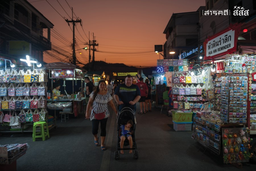 ความสุขชั่วคราว / ตลาดโต้รุ่งหรือถนนคนเดินหัวหิน ถนนเดชานุชิตหรือซอยหัวหิน72