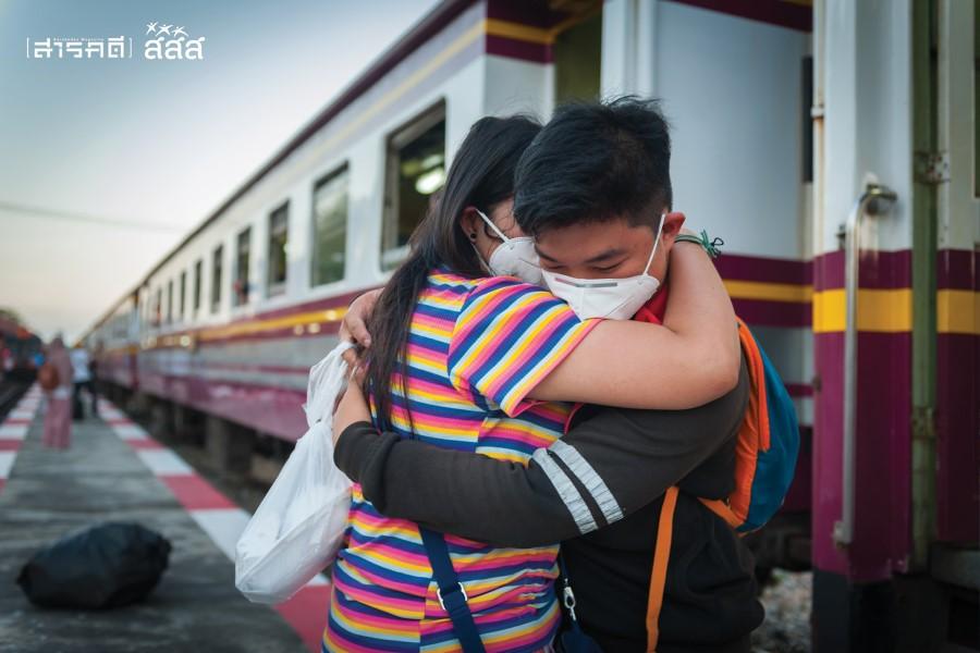 ความสุขจากการปล่อยวาง / สวมกอดกันเป็นครั้งสุดท้ายก่อนแยกย้ายกันไปทำหน้าที่ของตน