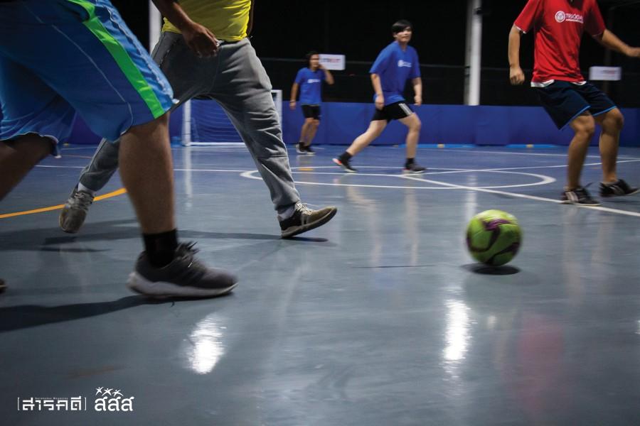 เกมดำเนินไปอย่างดุเดือด เนื่องจากสนามมีขนาดไม่ใหญ่มาก ทำให้แต้มไหลอย่างรวดเร็ว ต้องอาศัยสติและไหวพริบของนักกีฬาอย่างมาก